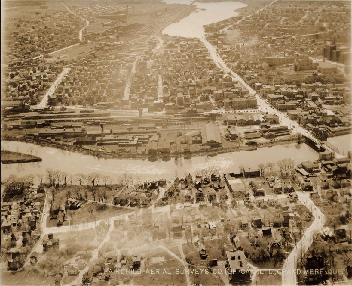 3. Vue aérienne de Sherbrooke vers 1925.
